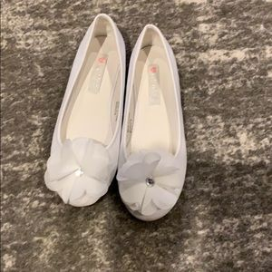 Girls white dress shoes worn once like new